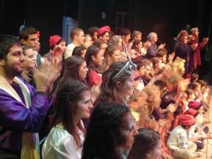 Els actors i actrius dels pastorets al final de la representació