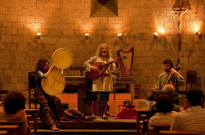 Concert de mœsica medieval, a cˆrrec dÕAlfons Encinas, a lÕesglŽsia de Sant Esteve. Festes de la Baronia de Pin—s. Bagˆ, Berguedˆ, Barcelona