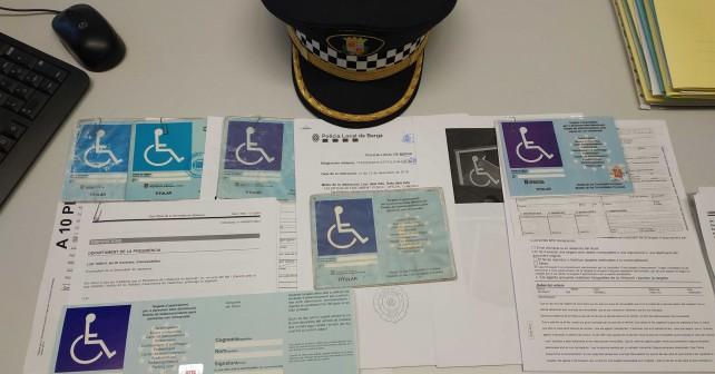 Foto targetes aparcament mobilitat reduïda